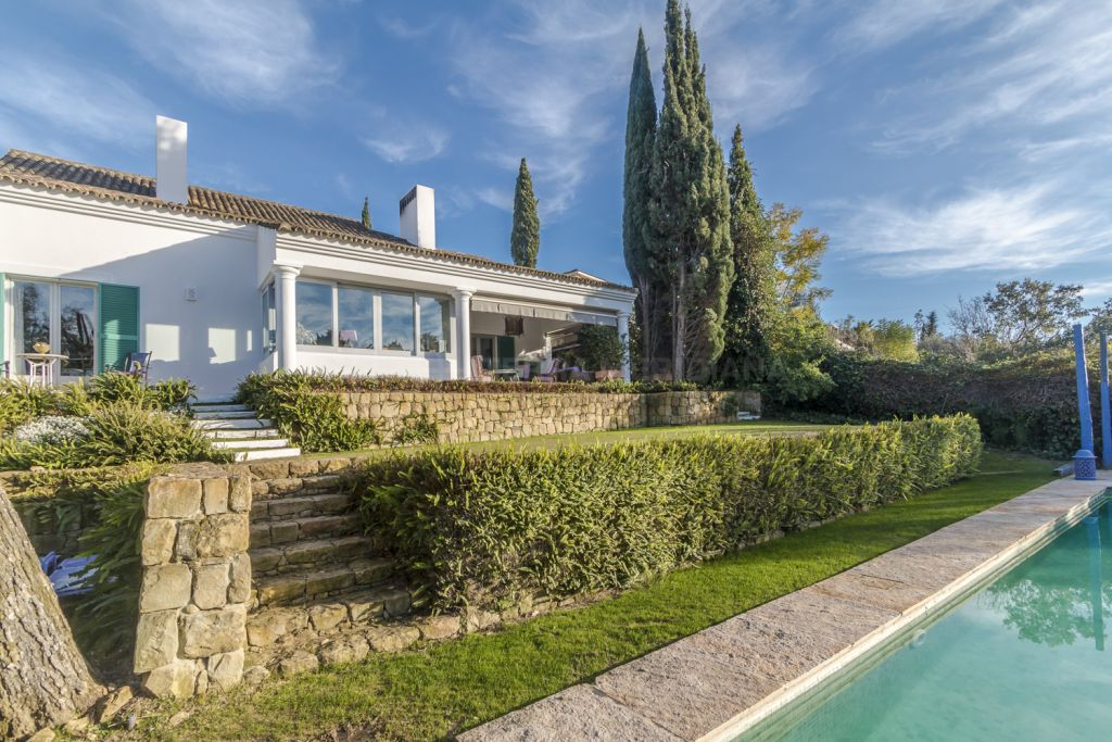 Sotogrande, Elegant and spacious modern country style beachside villa for sale in Sotogrande
