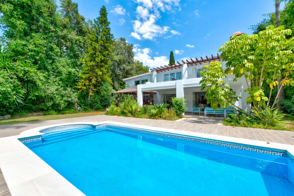 Nueva Andalucia, Recently refurbished Mediterranean style villa for sale in Las Brisas, Nueva Andalucia, Marbella