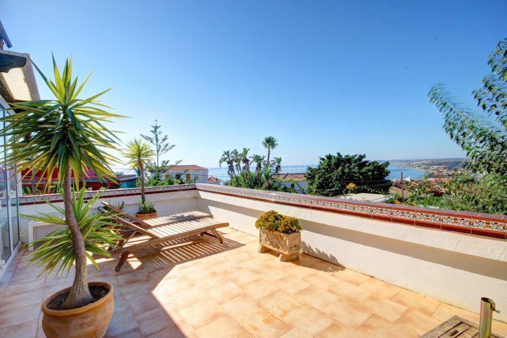 Estepona, 3 bedroom villa on a large plot for sale in Seghers, Estepona