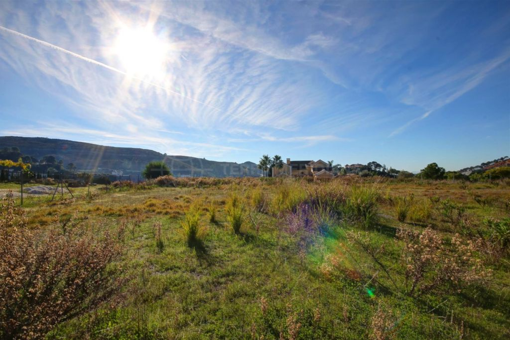 Benahavis, Large plot for sale with sea views, gated community, Marbella Club Golf Resort.