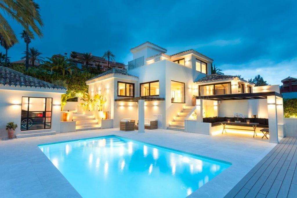 Nueva Andalucia, Newly remodeled contemporary 5 bedroom villa for sale in Los Naranjos Hill Club, Nueva Andalucia, Marbella
