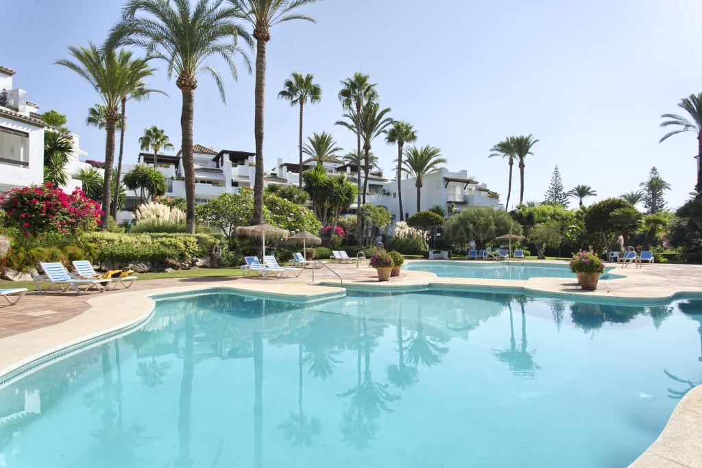 Estepona, Fabulous 3 bedroom duplex penthouse for sale in the beachfront complex of Alcazaba Beach, Estepona