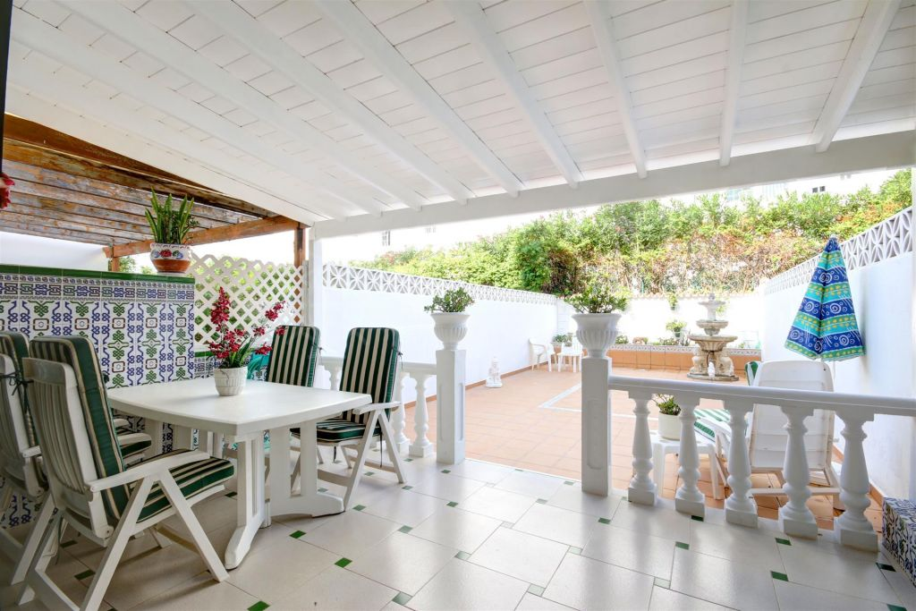 Estepona, Ground floor duplex apartment with large private patio garden