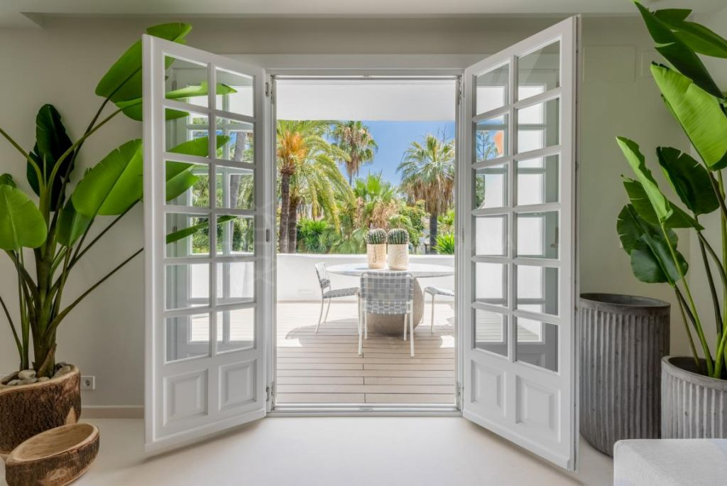 Marbella Golden Mile, Refined 4 bedroom duplex penthouse for sale in the iconic Puente Romano, Marbella Golden Mile