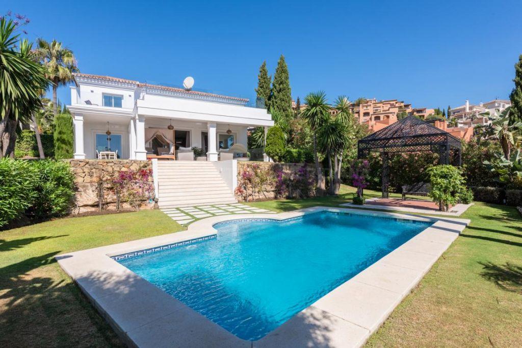 Nueva Andalucia, Impressive modern villa with panoramic sea and mountain views for sale in La Cerquilla, Nueva Andalucia, Marbella