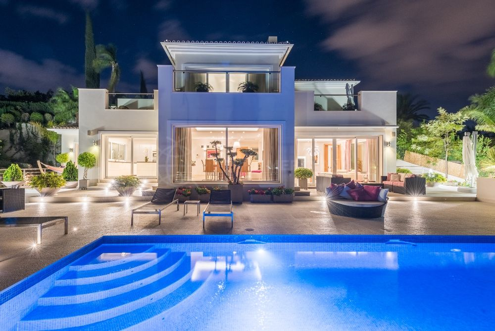 Nueva Andalucia, Modern and elegant villa with phenomenal panoramic views for sale in Los Naranjos, Nueva Andalucia, Marbella