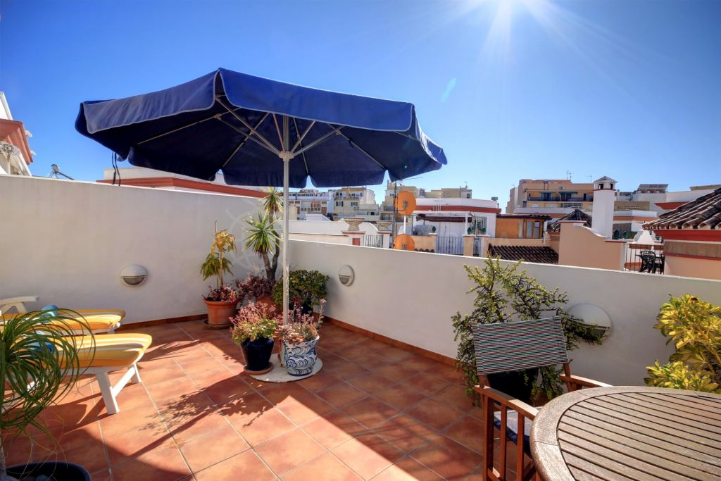 Estepona, 3 bedroom townhouse for sale in Estepona, close to the beach with private parking