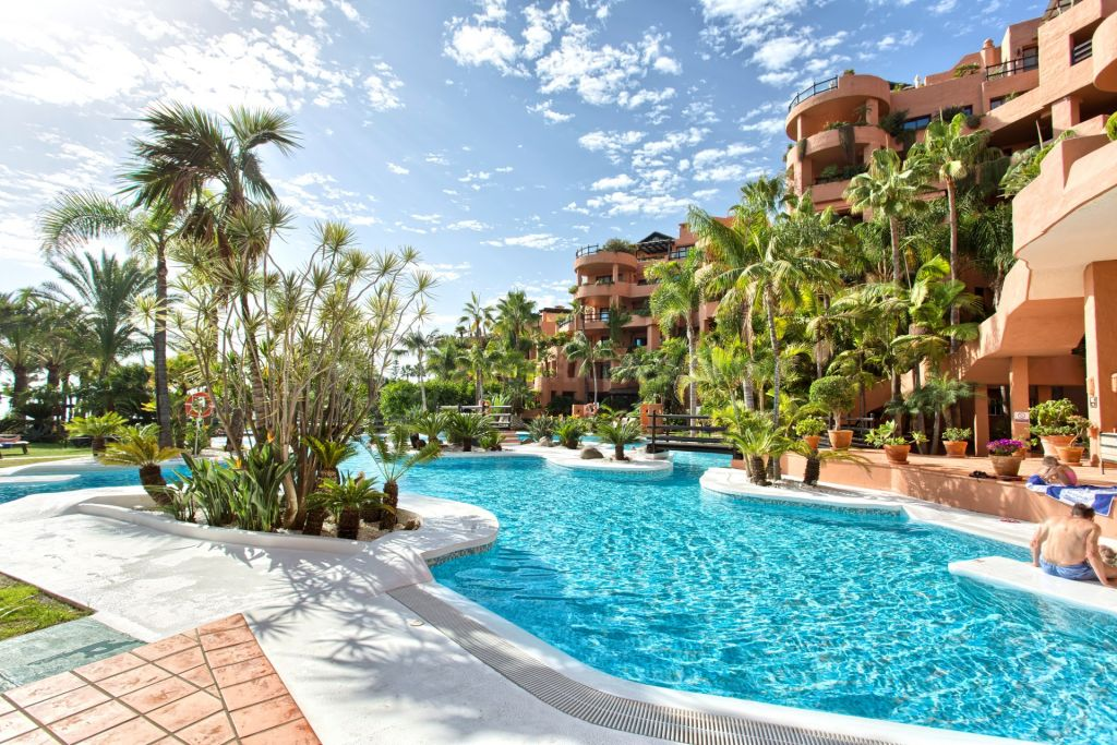 Estepona, Elegant 1 bedroom apartment with sea views in a luxury holiday resort, Kempinski, New Golden Mile,  Estepona