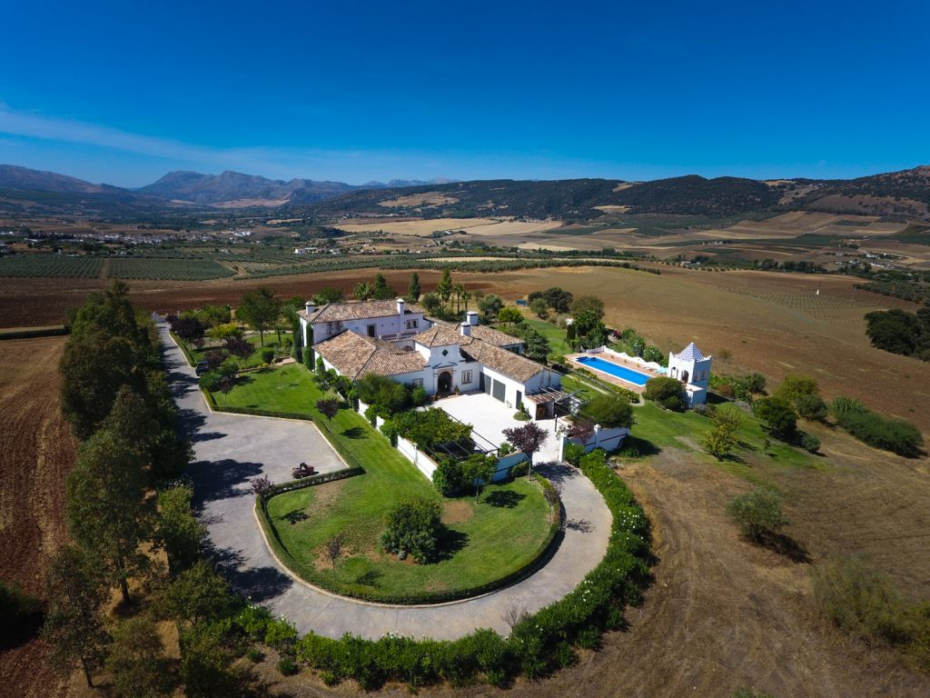 Ronda, Exceptional one of a kind contemporary cortijo style villa for sale near Arriate, Ronda, Andalucia