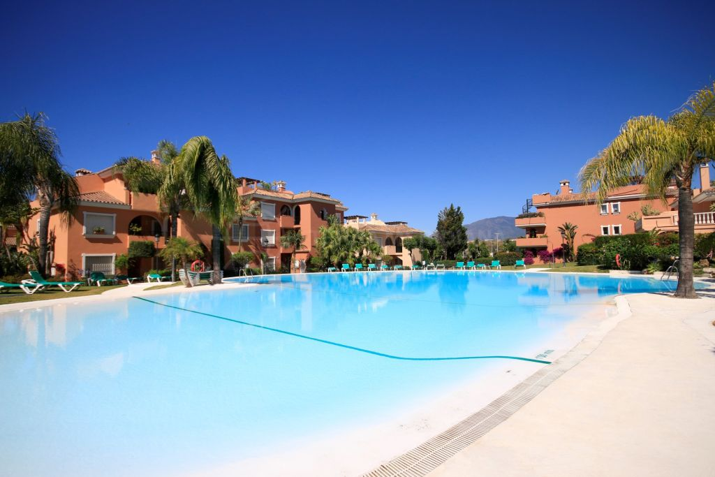 Estepona, 2 bedroom penthouse for sale in front line beach complex Park Beach in Estepona, with sea views