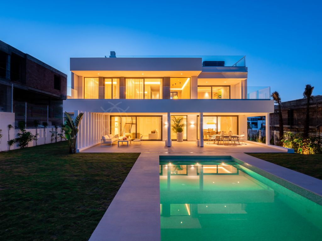 Estepona, Brand new contemporary luxury villa with unparalleled sea views for sale in Cancelada, Estepona