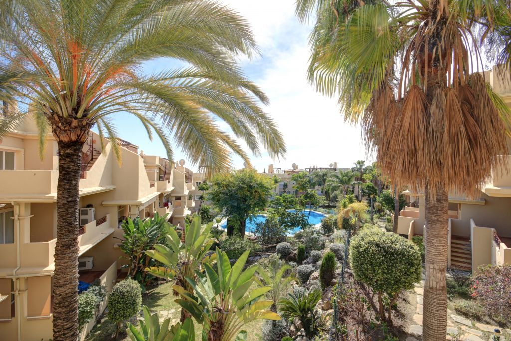 Estepona, 3 bedroom apartment for sale in Toscana Hills, close to the golf course and amenities.