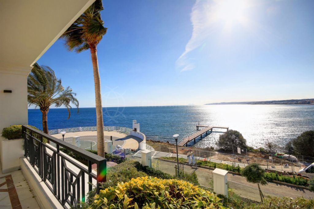 Estepona, Front line 3 bedroom apartment for sale in exclusive development in Estepona - walking distance to the port and all ameneties