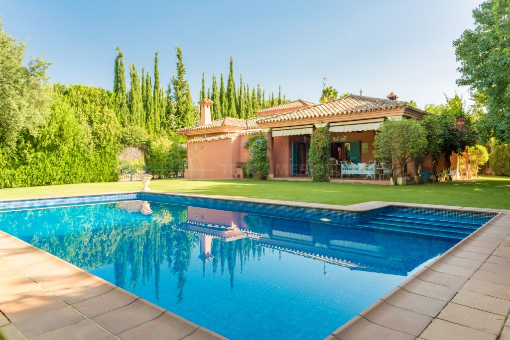 Sotogrande, Fabulous Mediterranean style villa in a quiet and sought after residential area for sale in Sotogrande Alto, Cádiz