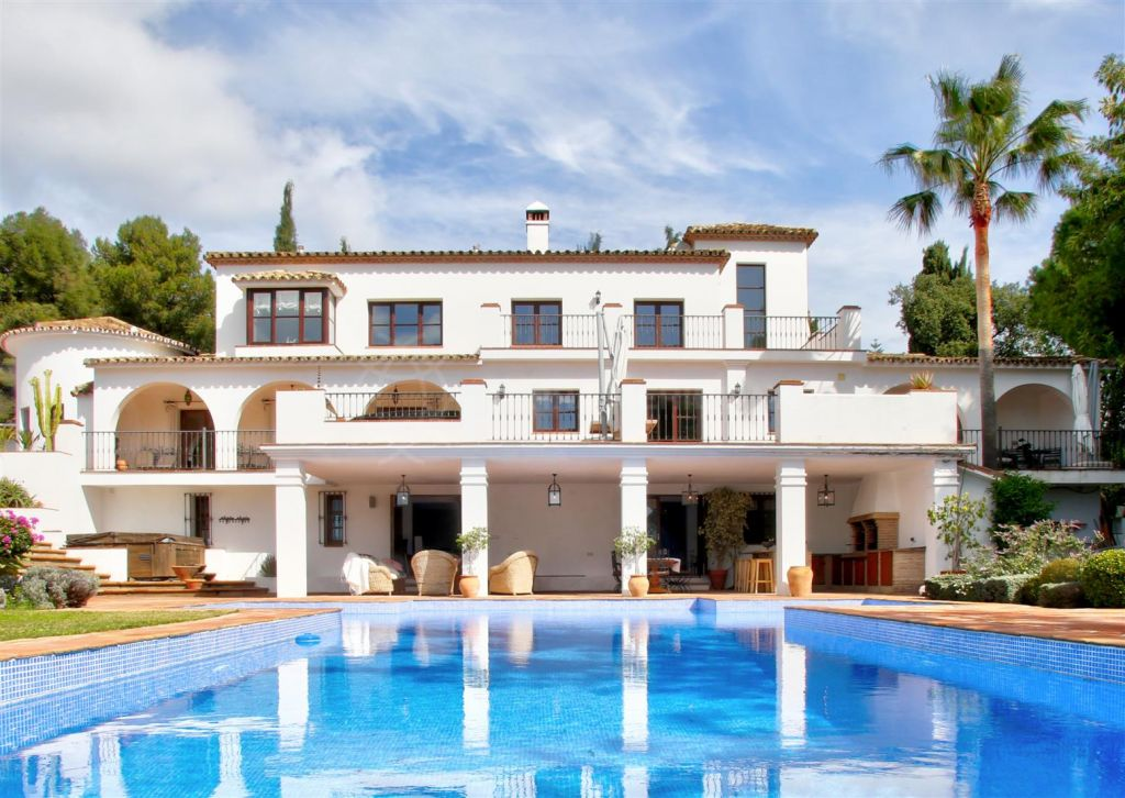 Marbella Golden Mile, Sensational luxury villa walking distance to the beach in a highly prestigious neighbourhood for sale in La Carolina, Marbella Golden Mile