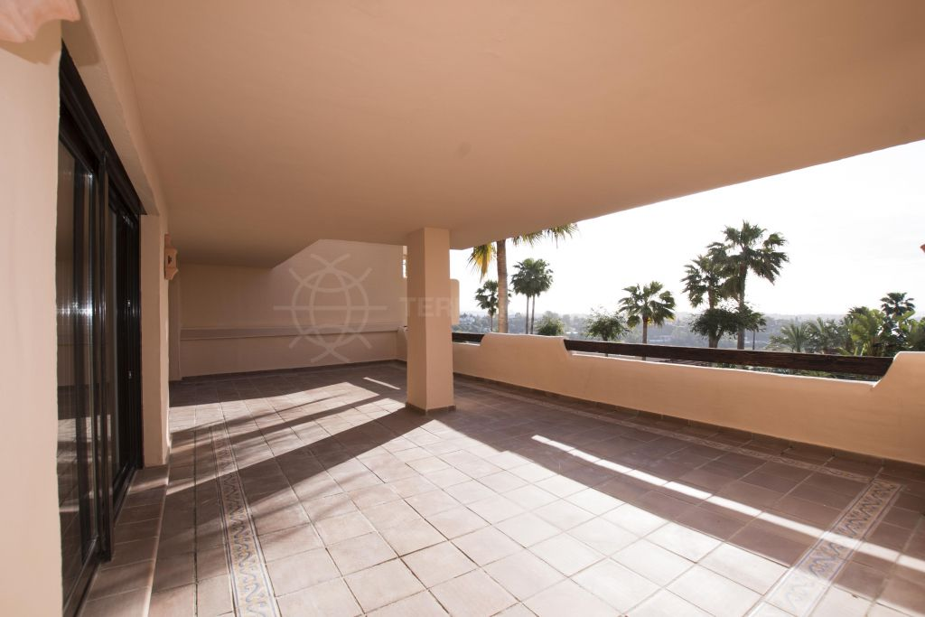Benahavis, Luxury apartment with panoramic far reaching sea and mountains views for sale in Las Lomas del Conde Luque, Benahavis