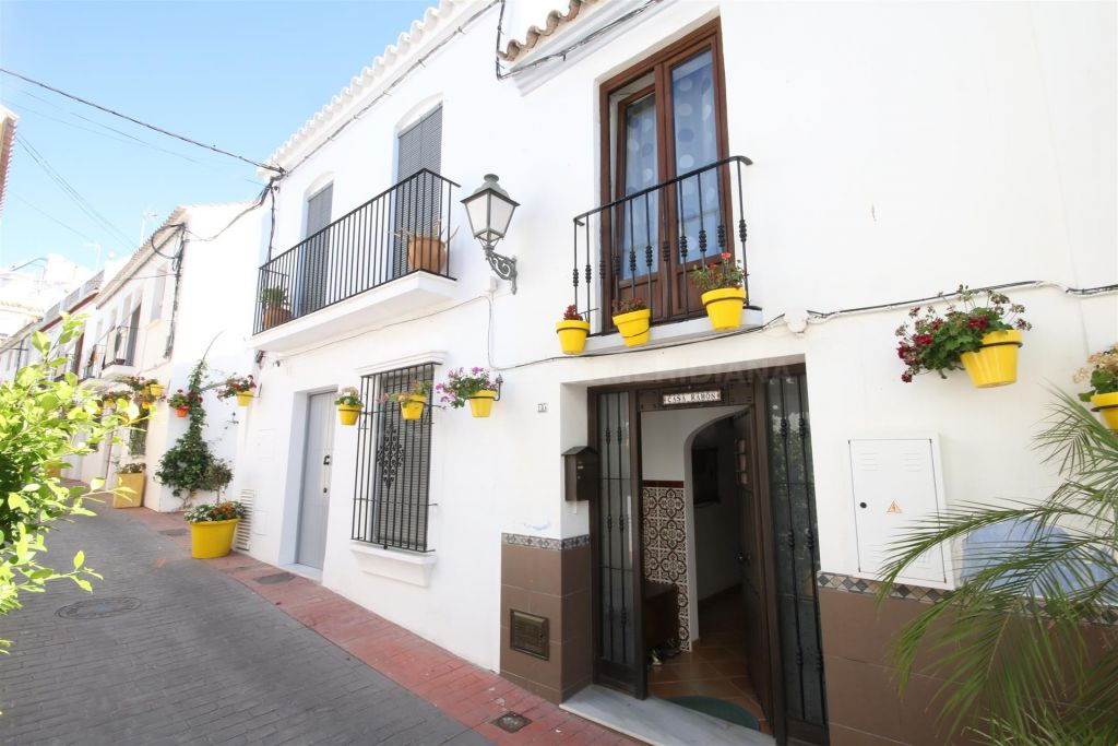 Estepona, Townhouse for sale in move in condition very close to the beach, Estepona old town