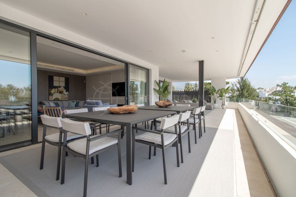 Marbella Golden Mile, Exclusive brand new contemporary penthouse apartment with private pool for sale in Señorio de Marbella, Marbella Golden Mile