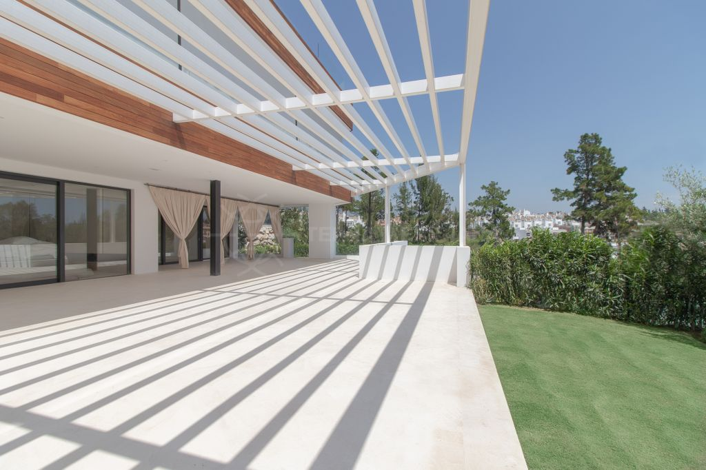 Marbella Golden Mile, Brand new contemporary ground floor apartment with private pool and garden for sale in Señorio de Marbella, Marbella Golden Mile