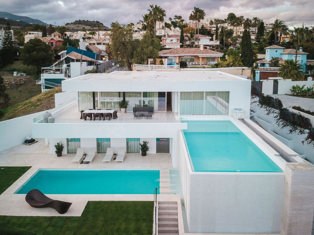Benahavis, Newly built contemporary luxury villa for sale in La Quinta, Benahavis