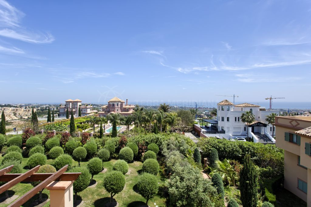Benahavis, Luxurious duplex penthouse with far reaching views for sale in Urb. Four Seasons, Los Flamingos Golf, Benahavis
