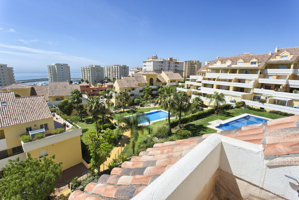 Estepona, Deluxe duplex penthouse with sea views for sale in Puerto Alto, Estepona Puerto