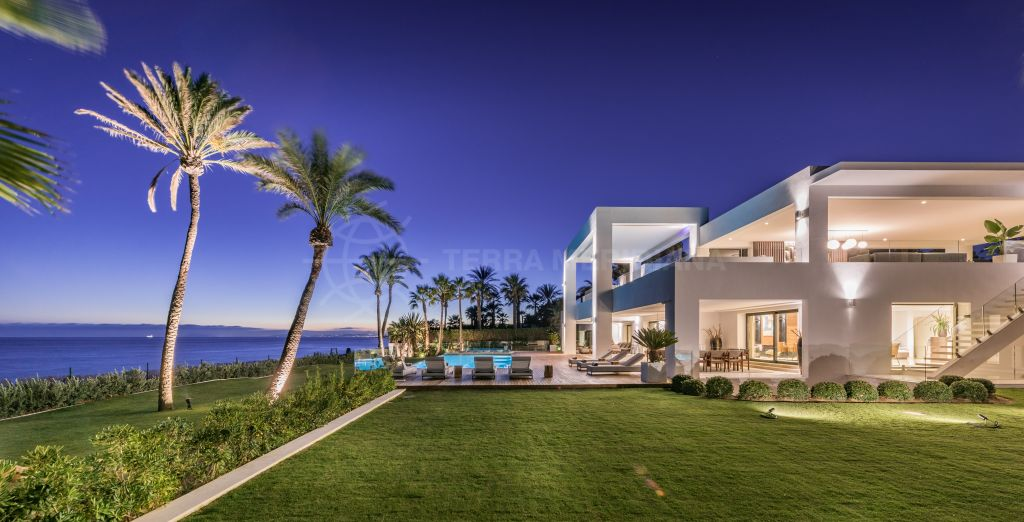Estepona, World class luxurious contemporary beachfront villa for sale in El Paraiso, New Golden Mile, Estepona