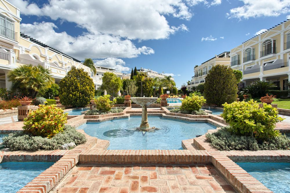 Nueva Andalucia, Beautiful ground floor apartment with private garden for sale in Aloha Gardens, Nueva Andalucia, Marbella