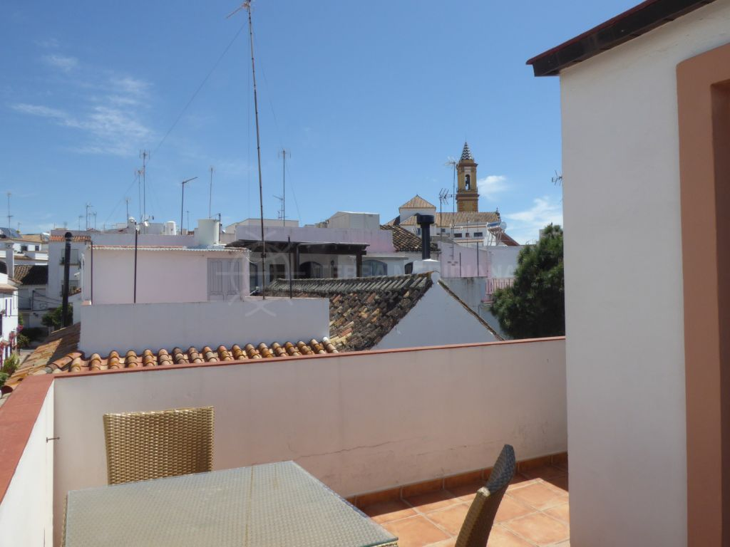 Estepona, Spacious one bedroom townhouse for sale in Plaza Begines, Estepona old town