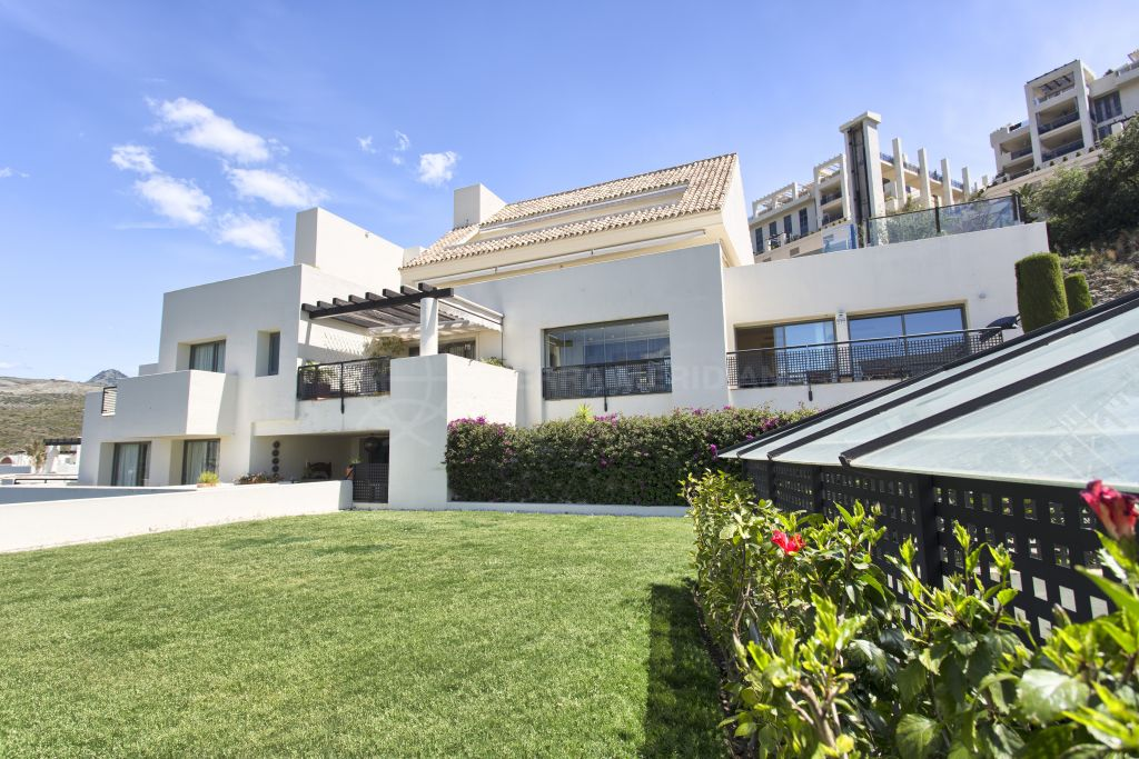 Benahavis, Incredible contemporary first floor 2-bedroom apartment for sale in Los Flamingos Golf, Benahavis