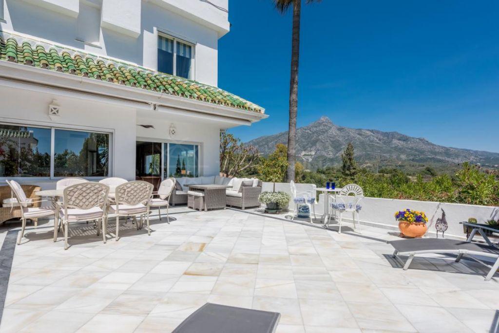Nueva Andalucia, Spacious semi-detached corner house with private garden for sale in La Colina, Aloha, Nueva Andalucia, Marbella