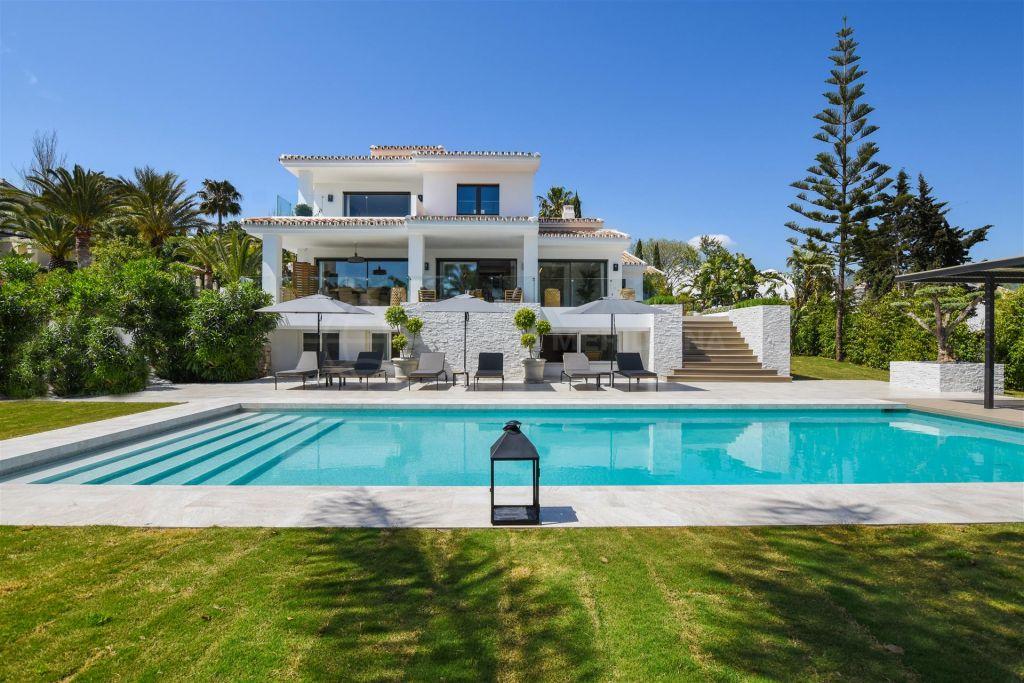 Marbella East, Private villa for sale in Elviria, Marbella East, close to the beach with sea views