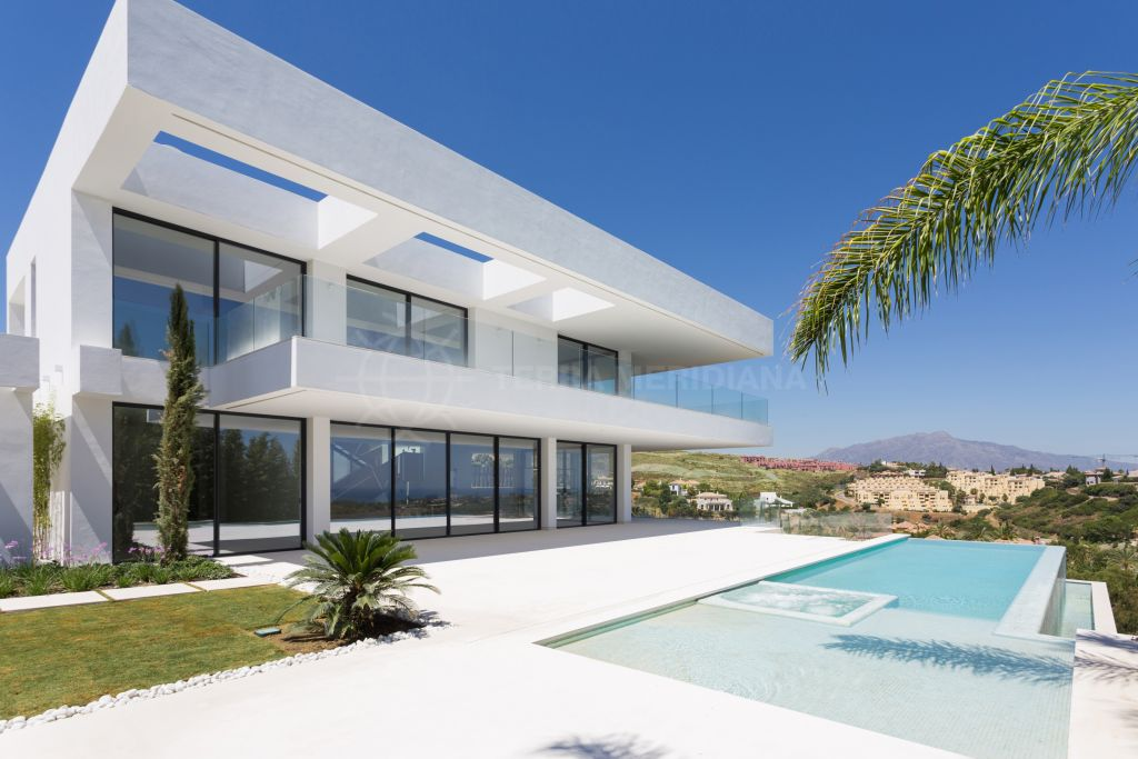 Benahavis, Deluxe frontline golf villa with sweeping views for sale in Los Flamingos, Benahavis