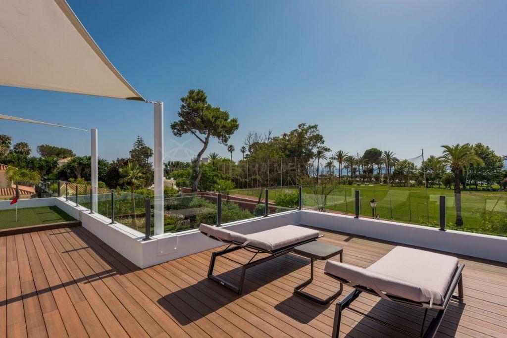 Estepona, Contemporary new Villa for sale in a corner plot in Casasola with excellent sea views