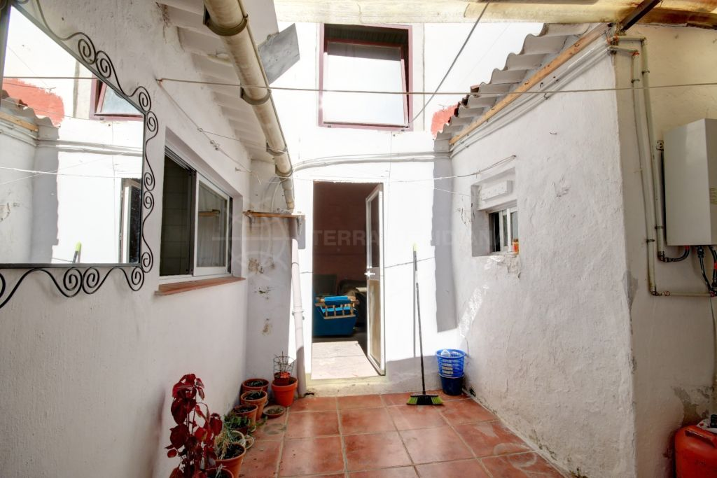 Estepona, Property for sale in the old town centre of Estepona, with Patio and posibility to build extra living space.