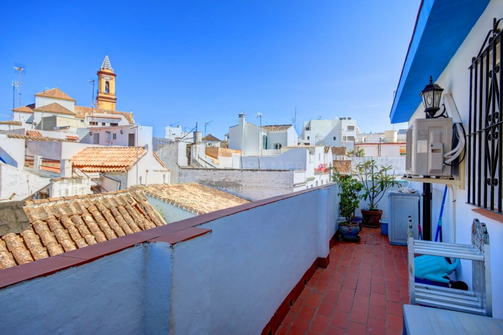 Estepona, Townhouse for sale in great condition in the heart of the old town of Estepona