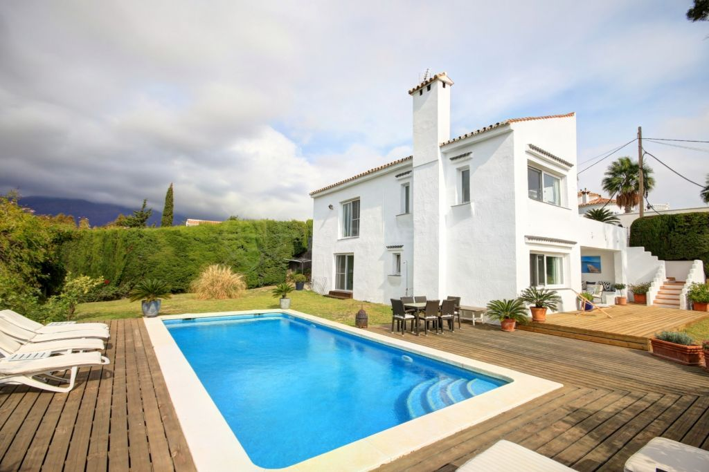 Estepona, Villa for sale in Valle Romano, with sea and Golf views, only 5 minutes to Estepona Centre and the beach