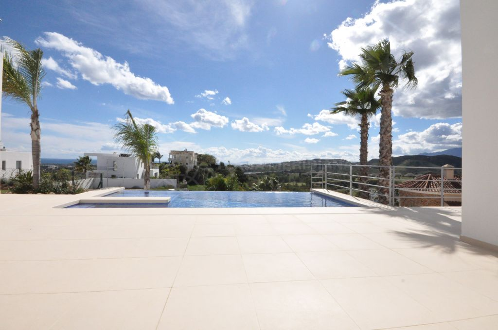 Benahavis, New 4 bedroom contemporary villa with panoramic sea views for sale in Puerto del Capitan in Benahavis