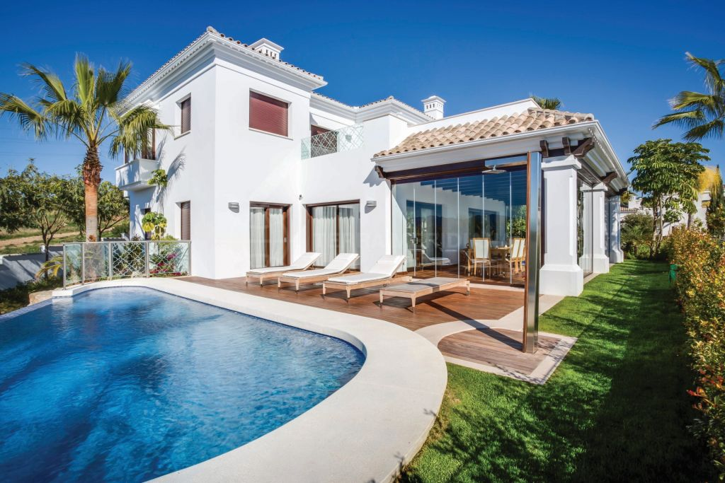 Marbella Golden Mile, Elegant 5 bedroom villa for sale in Las Lomas del Marbella Club, Marbella Golden Mile