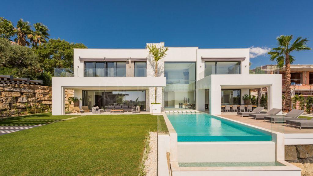 Benahavis, Luxurious villa for sale with panoramic views in La Alqueria in Benahavis