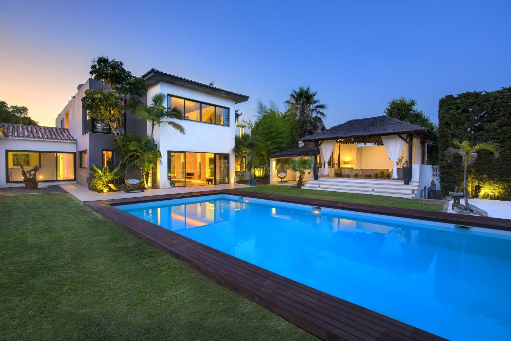 Estepona, Spacious contemporary villa in New Golden Mile, Estepona