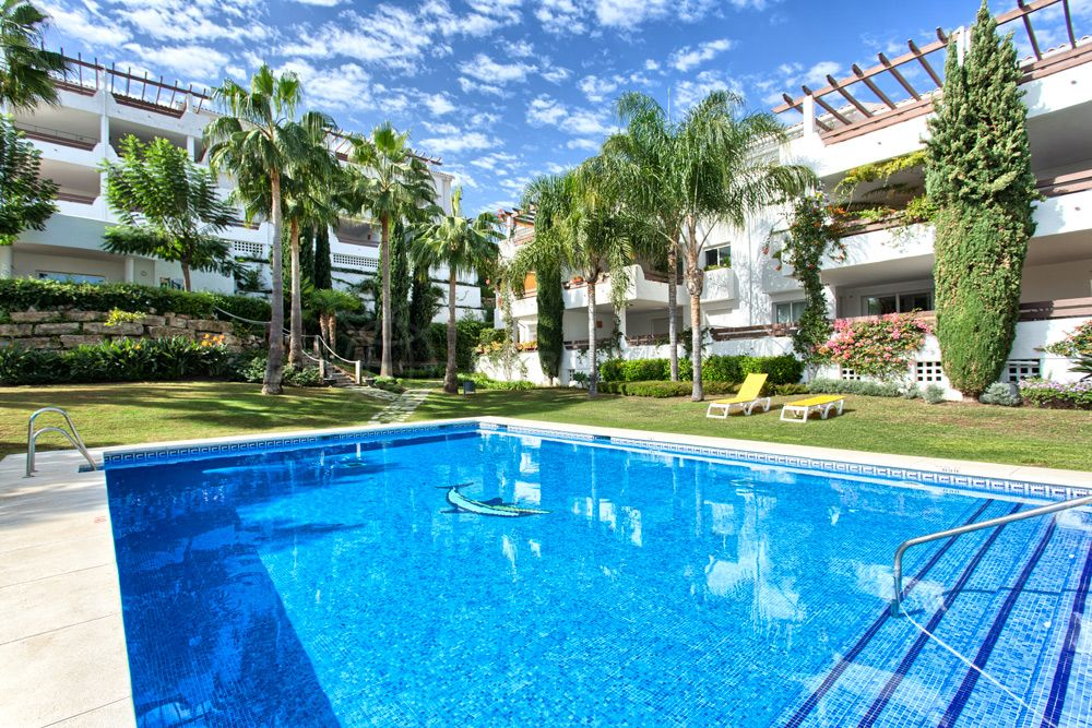 Estepona, Fabulous penthouse with panoramic views for sale in Selwo Hills, Estepona