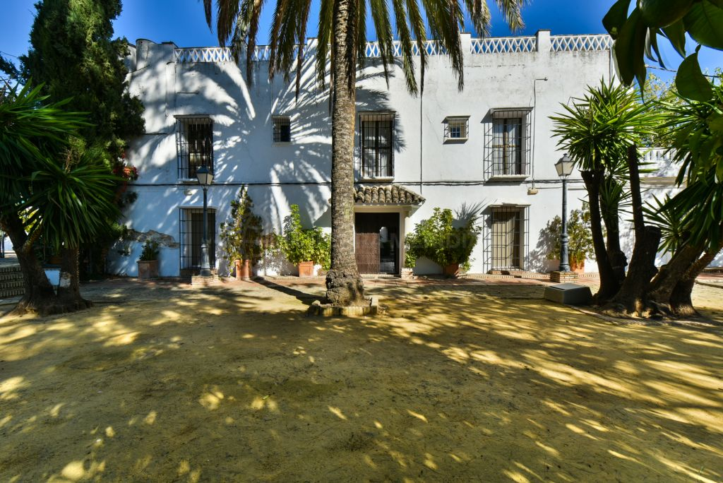 Montilla, Beautiful Cortijo style hotel with vineyard for sale in Montilla, Cordoba