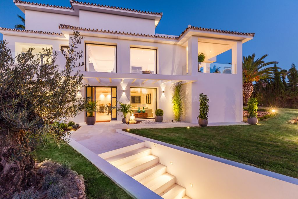 Nueva Andalucia, Sensational contemporary villa for sale in Nueva Andalucia, Marbella