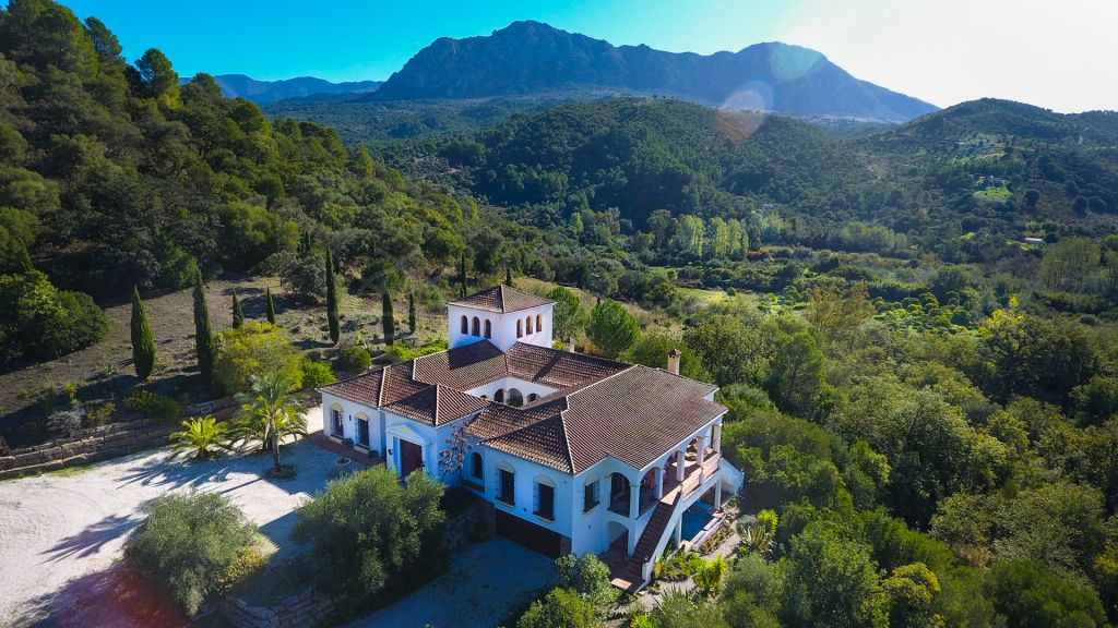 Gaucin, Fabulous Cortijo style residence with vineyard for sale in Gaucin, Málaga