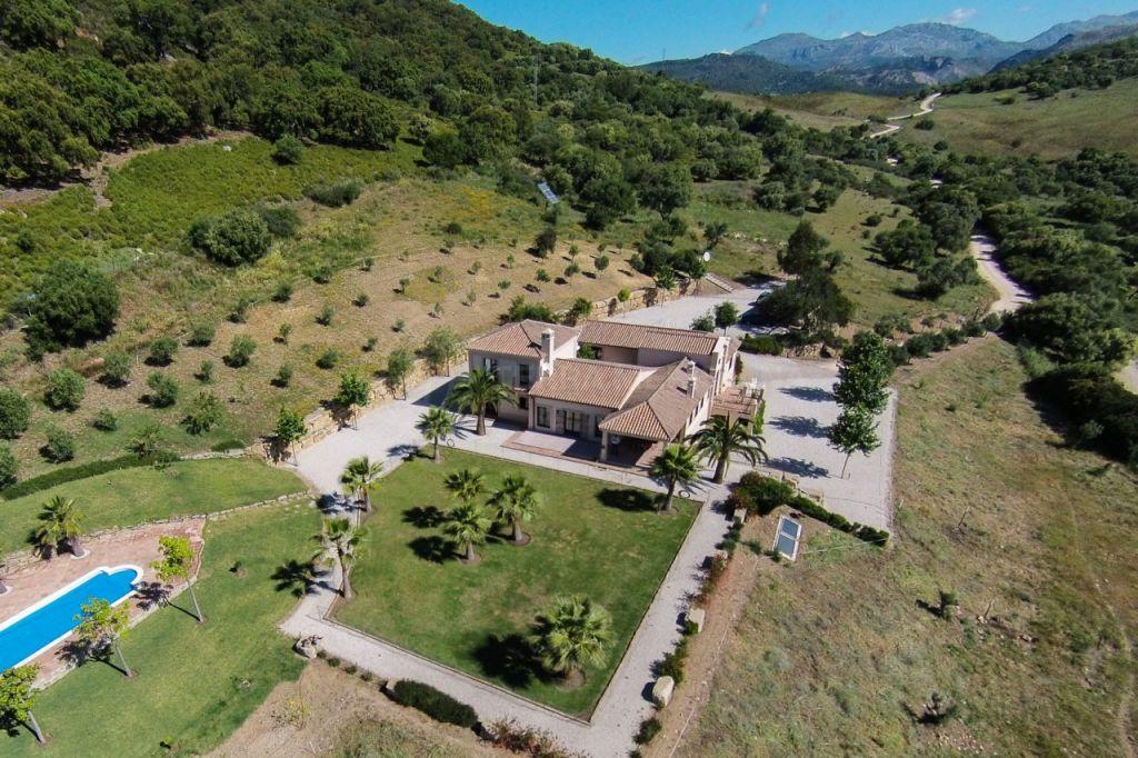 Gaucin, Magnificent country villa with breathtaking taking views for sale in Gaucin, Málaga