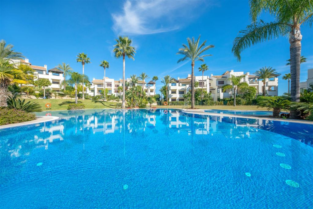 Benahavis, Beautiful ground floor apartment for sale in Mirador del Paraiso, Benahavis