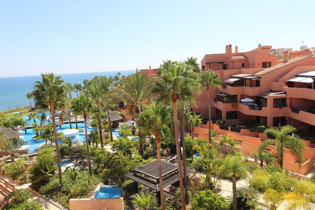 Estepona, Luxury front-line beach duplex penthouse with exceptional views for sale in Mar Azul, Estepona