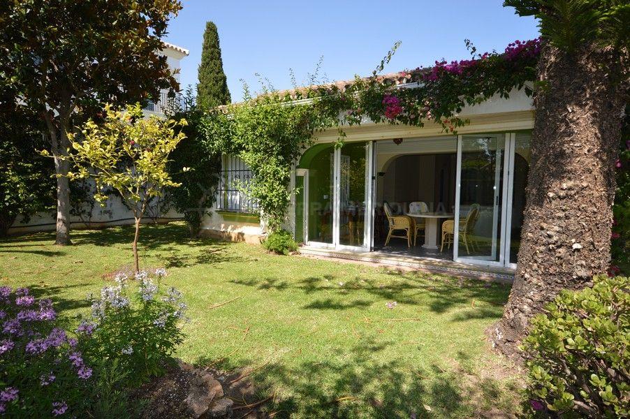 Marbella Golden Mile, Lovely villa with a prestigious address in Casablanca, Marbella Golden Mile