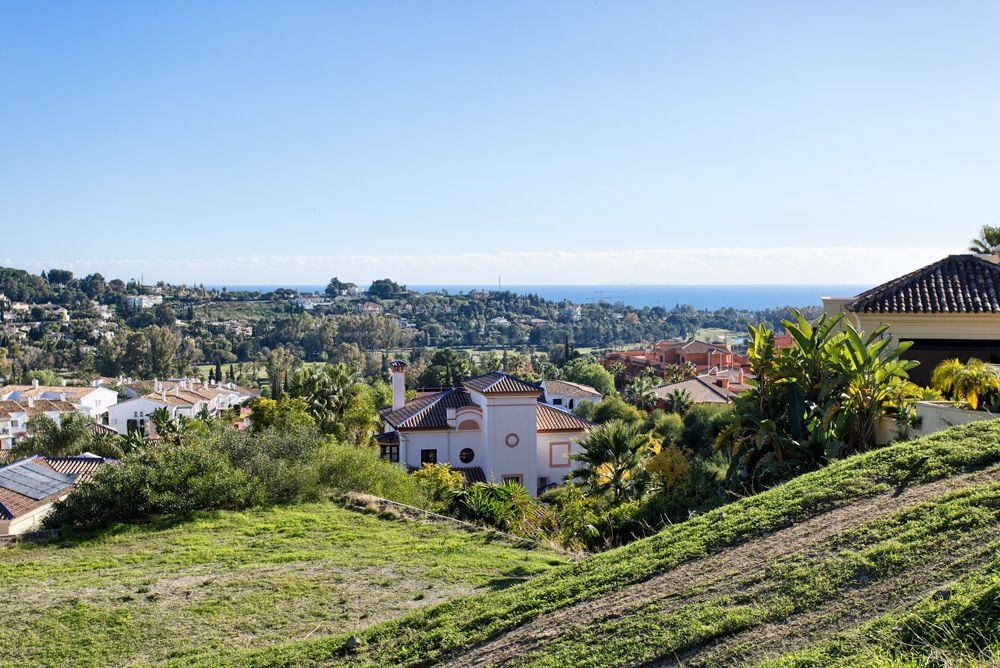 Benahavis, Exclusive plot in an upscale neighbourhood with panoramic views for sale in Paraiso Alto, Benahavis